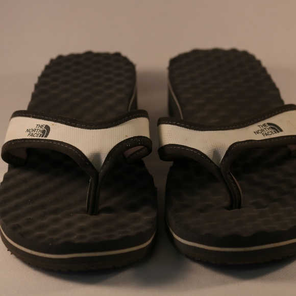 1b78f3178 North Face Thong Flip Flops Size 9